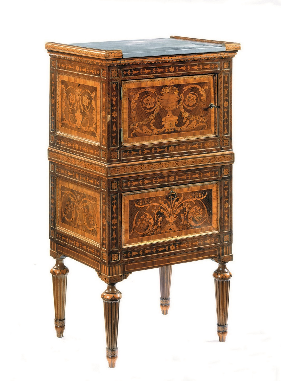 Importanti mobili arredi e oggetti d 39 arte porcellane e for Mobili e arredi