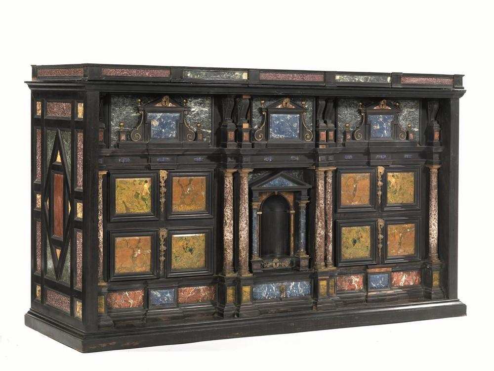 Credenza Con Maioliche : Importanti mobili arredi e oggetti d arte porcellane maioliche