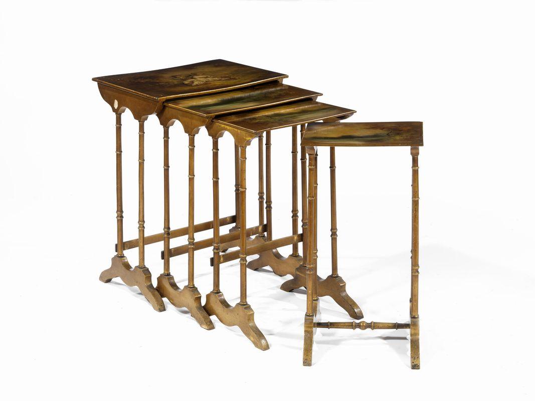 Nido di quattro tavolini inghilterra sec xviii in legno for Quattro piani quadrati di case