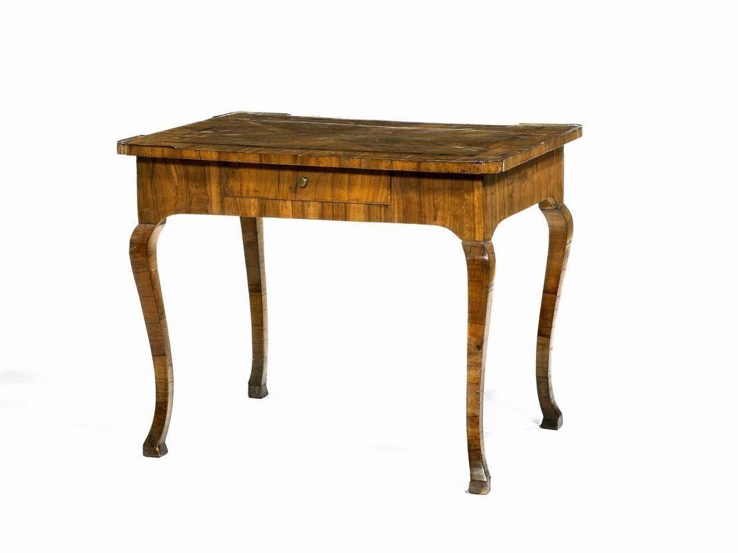 Tavolo scrivania toscana met sec xviii in noce e for 300 piedi quadrati a casa