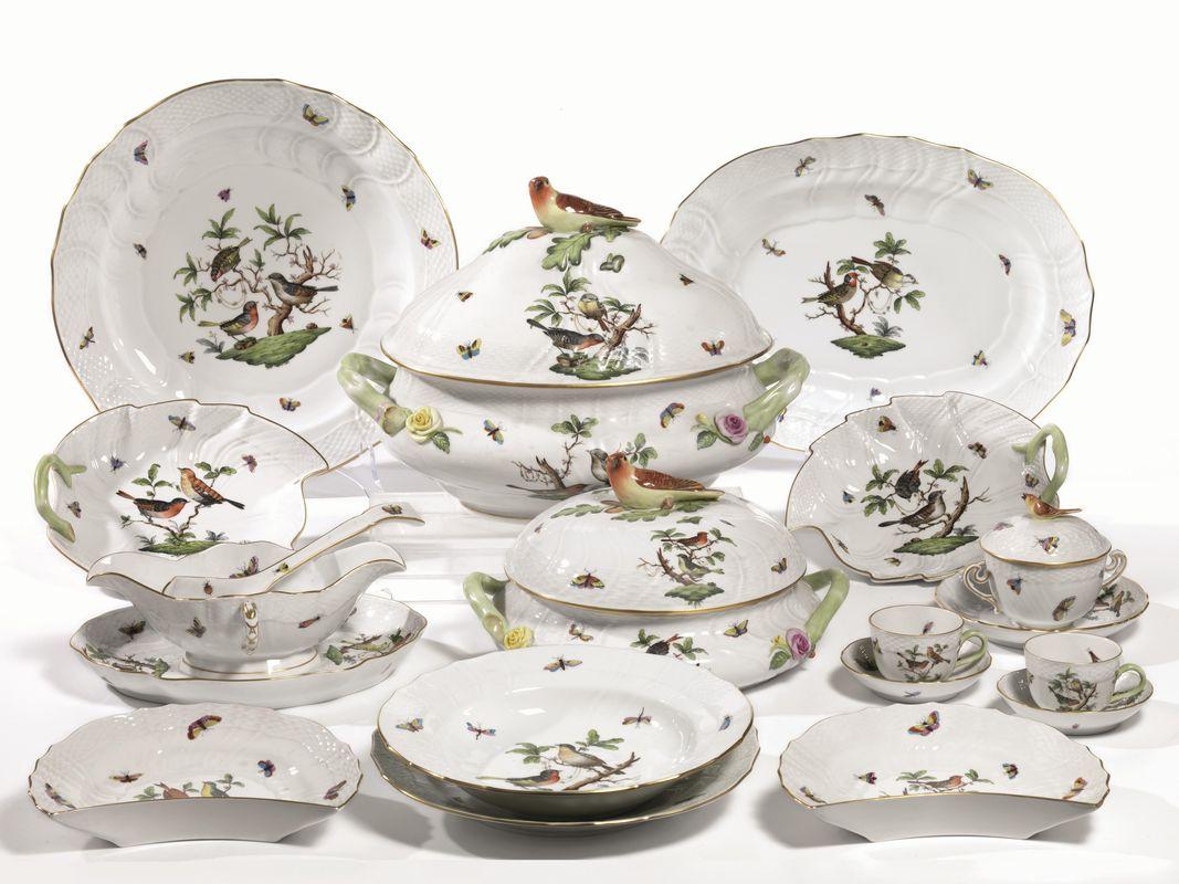 Servito di piatti, manifattura Herend, in porcellana con decoro ...