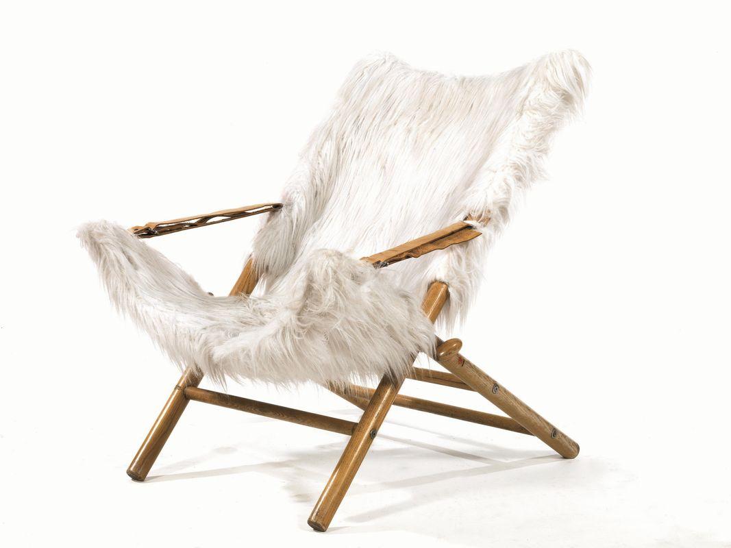 new concept 597e5 375bc Poltrona, struttura in legno e seduta in pelliccia ecologica ...