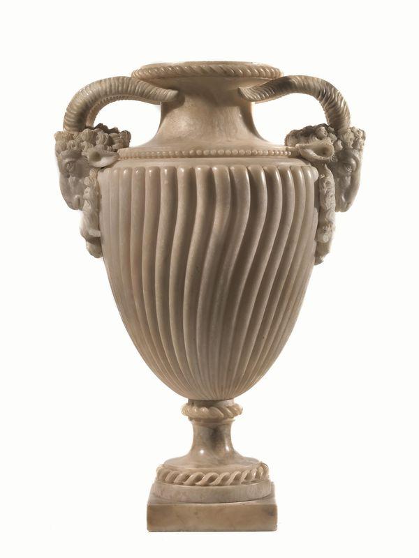 Vaso fine sec xviii di gusto archeologico in alabastro for Vaso greco a due anse