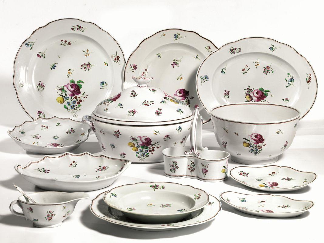 Servito di piatti, manifattura Ginori, inizi sec. XIX, in porcellana ...