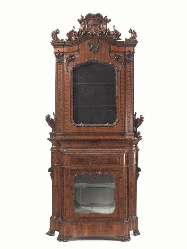 Mobile vetrina a due corpi, Piemonte, secc. XVIII-XIX, in noce e ...