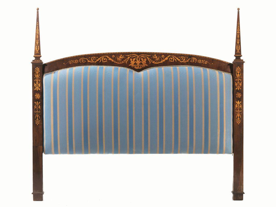 Testiera di letto, sec. XIX, in stile Carlo X, in noce intarsiato ...