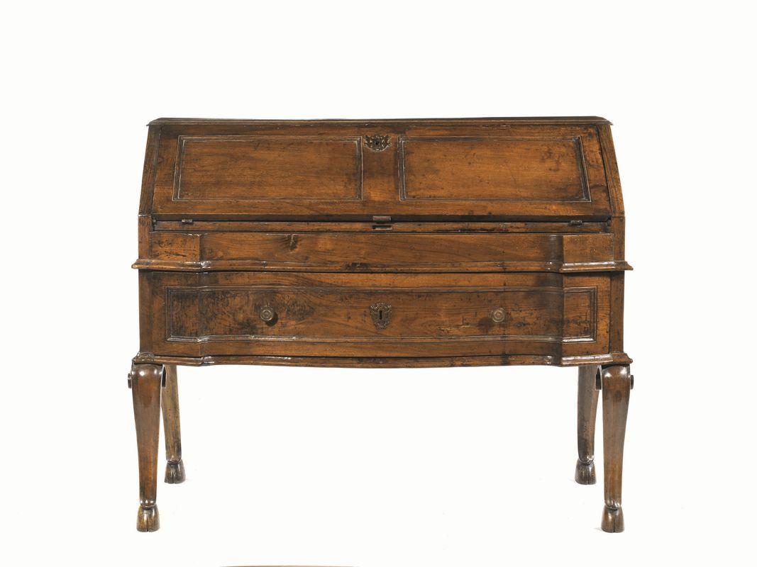 Cassettone scrivania ferrara prima met secolo xviii for Asta mobili antichi