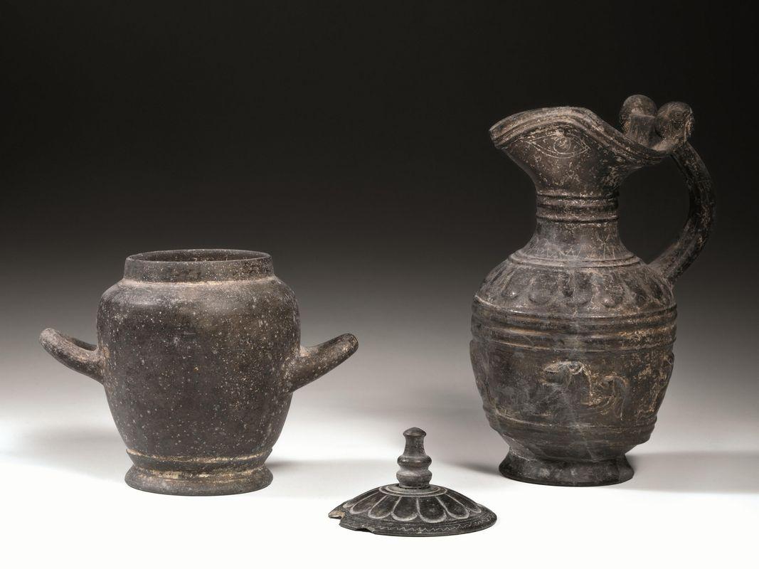 Oinochoe olletta e coperchio in bucchero asta reperti for Vasi antichi romani