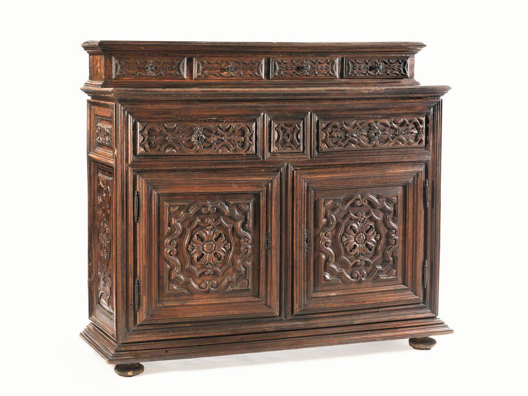 Credenza Con Alzata : Credenza con piccola alzata piemonte secolo xvii mobili ed
