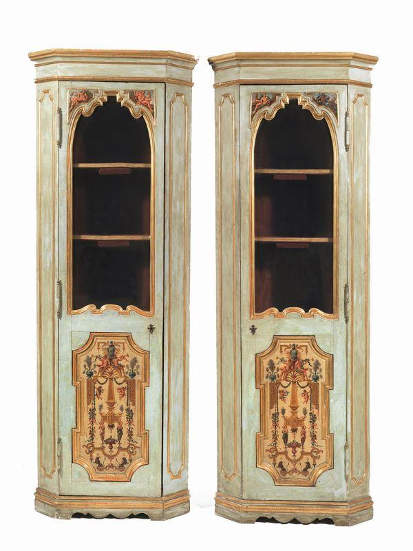Coppia di angoliere in stile neoclassico mobili ed - Casa stile neoclassico ...