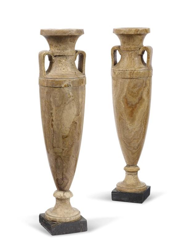 Coppia di vasi in stile neoclassico mobili ed oggetti d - Casa stile neoclassico ...